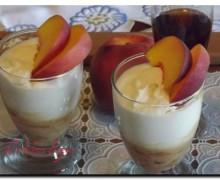 Bavarese allo yogurt e pesche