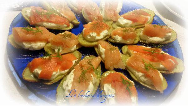 tartine di patate formaggi e salmone