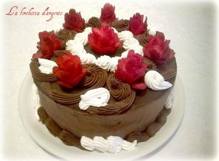 Torta cioccolato e rose di fragole..