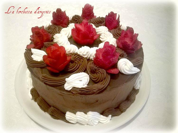 Torta cioccolato e rose di fragole la forchetta d 39 argento for Decorazioni torte con fragole e cioccolato