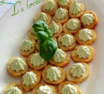 Crostini con crema di basilico…